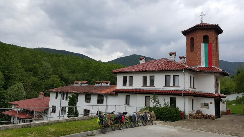 Велопоход Роман-Етрополе-Панагюрище-Пазарджик, Чекотински манастир